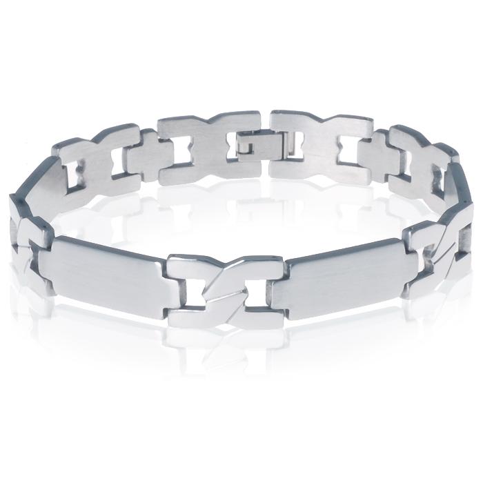 4f2df099c91 Heren armband vervaardigd uit roestvrij staal in de kleur zilver met kruis  schakel en vier stalen